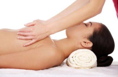 Các bài tập có làm vòng 1 săn chắc. massage chính là cách làm vòng 1 săn chắc hơn